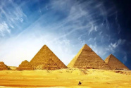 埃及4500年歷史的彎曲金字塔內部墓室向游客開放