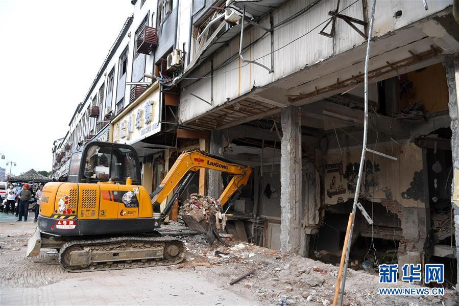 (新华网)(1)无锡锡山小吃店燃气爆炸致6人死亡
