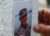 记在抢修国防通信线路时牺牲的英雄战士朱小华