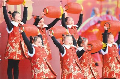 """""""村晚""""""""民星""""舞起来 乡村文化美起来"""